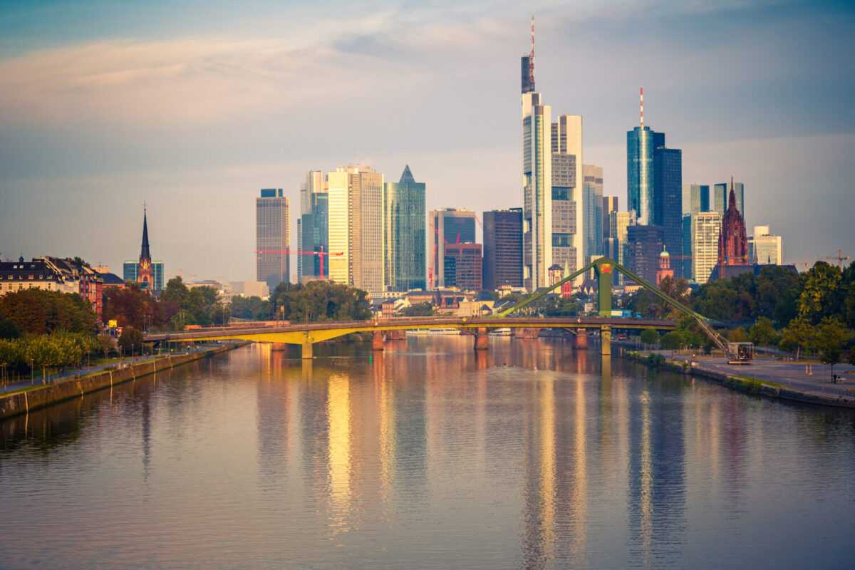 Depositphotos 13124393 l 2015 - Bankers to move hundreds of staff to Dublin, Frankfurt and Luxembourg on Brexit.