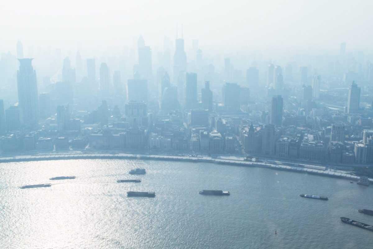 holger link 8ewpkzpwnym unsplash 1 scaled - Обзор Азиатского фондового рынка для инвесторов