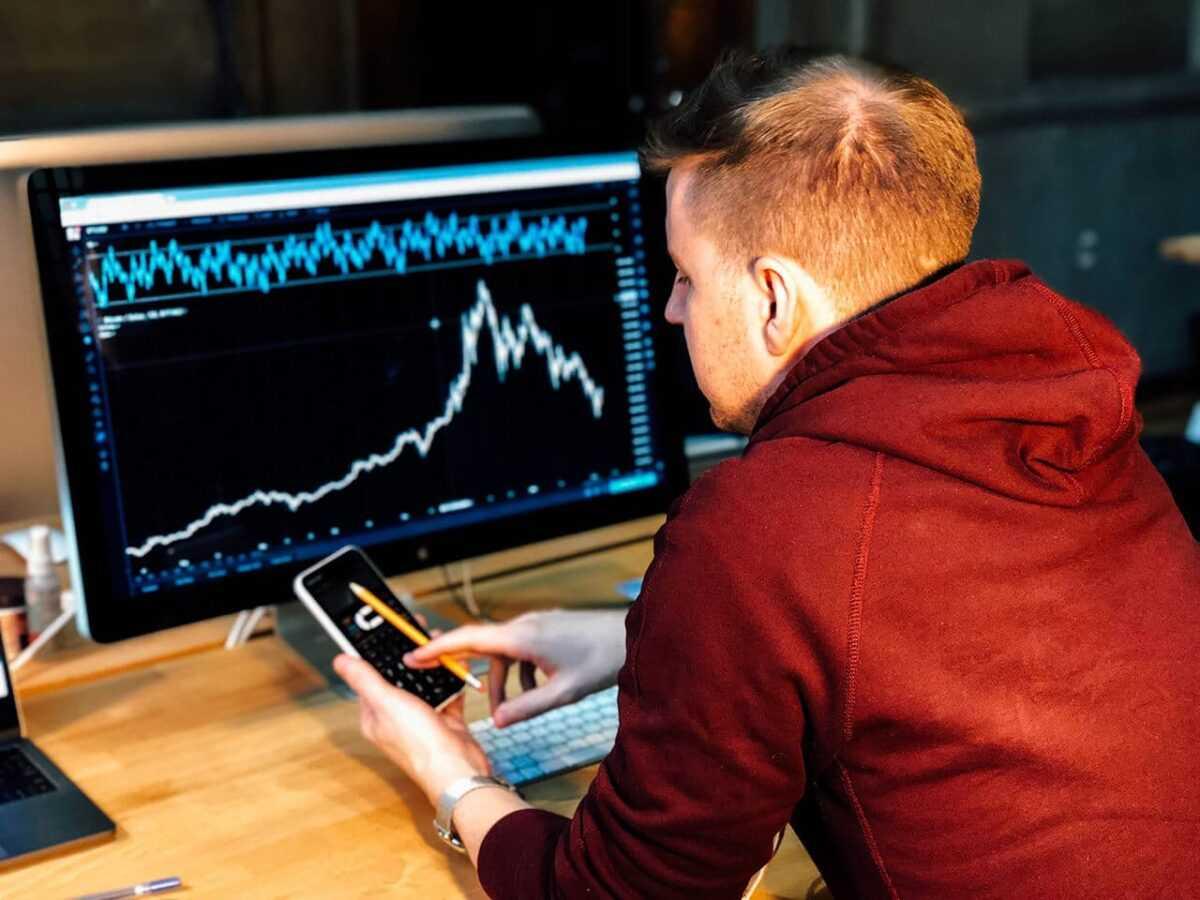 chris liverani ndfqqq 7qwm unsplash 1 - Basic guide to short term and long-term investing