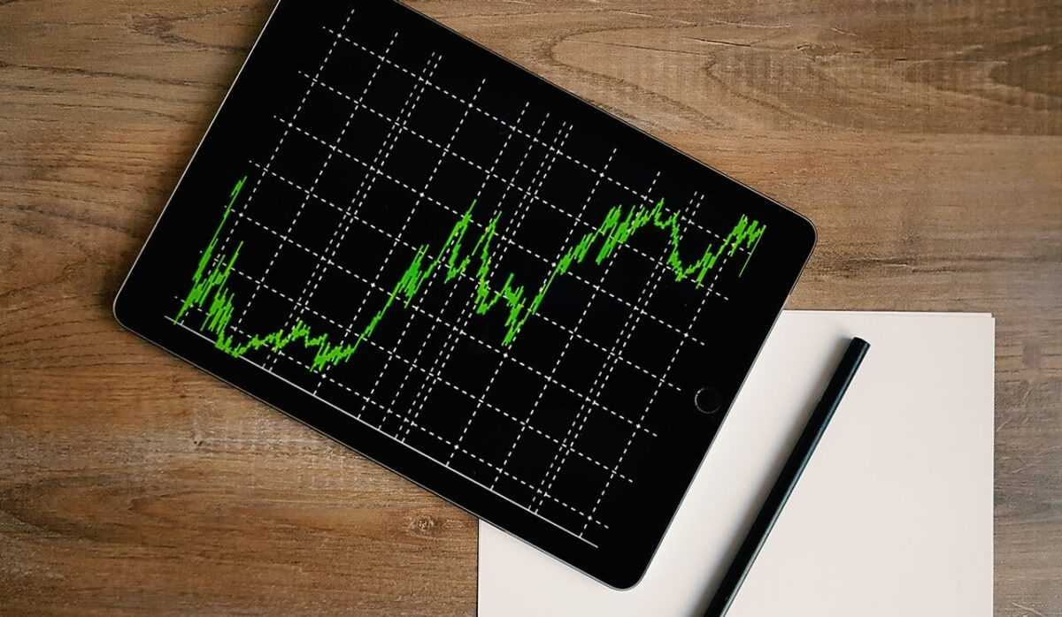 space grey ipad air with graph on brown wooden table 187041 1 - Basic guide to short term and long-term investing