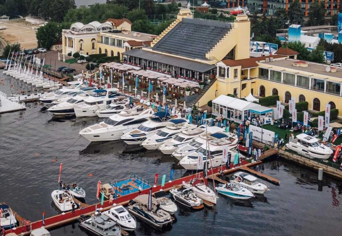 royal yacht club - Moscow City Guide