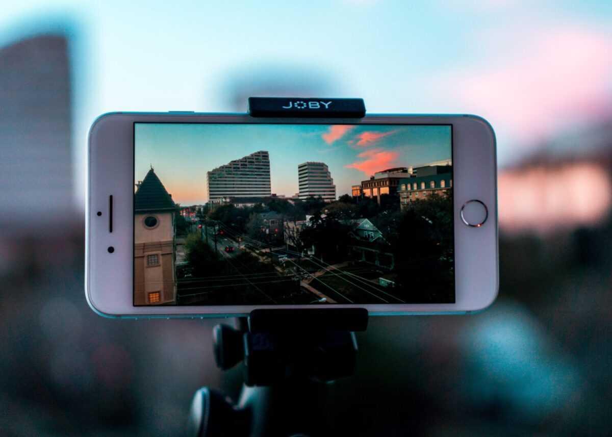 thomas russell dmakxlh0nhg unsplash 1 scaled - Мощный инструмент для увеличения продаж. Почему нужно снимать видеоролики.